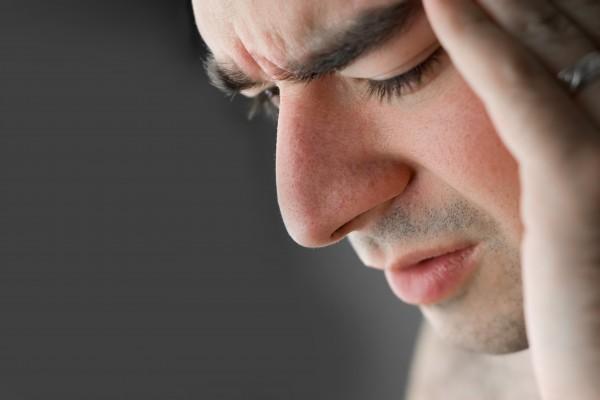 W zapaleniu zatok pojawiają się obrzęk i wydzielina. Często dolegliwościom tym towarzyszy silny ból głowy.fot./Fotolia